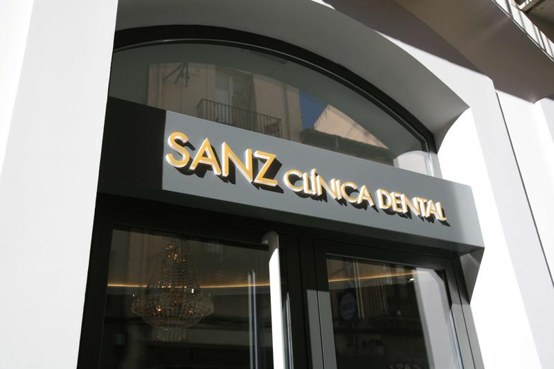 sanz clinica dental exterior