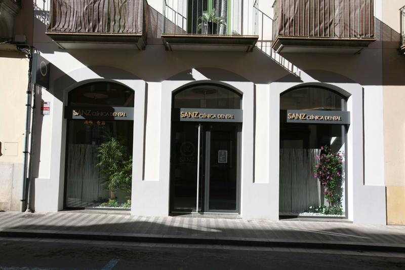 sanz clinica dental fachada de centro
