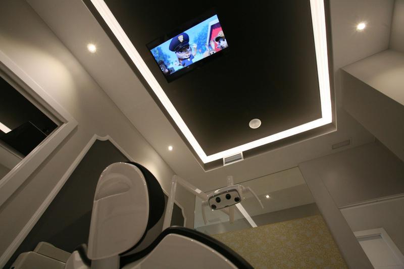 sanz clinica dental sala con televisión