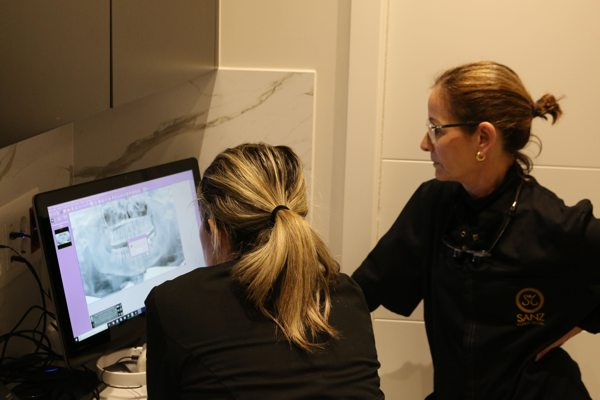 Dra Sanz especialista en estética dental
