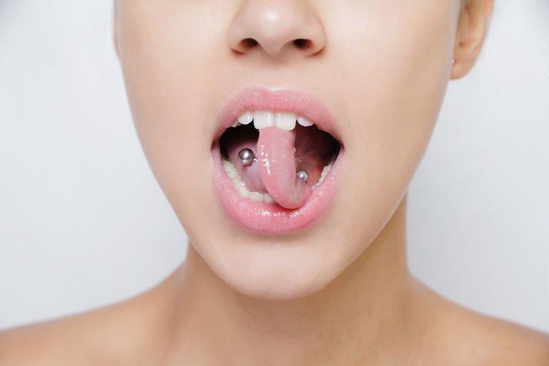Piercings en la boca: riesgos y cuidados