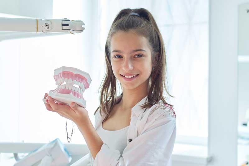 10 indicios de que tu hijo necesita ortodoncia infantil