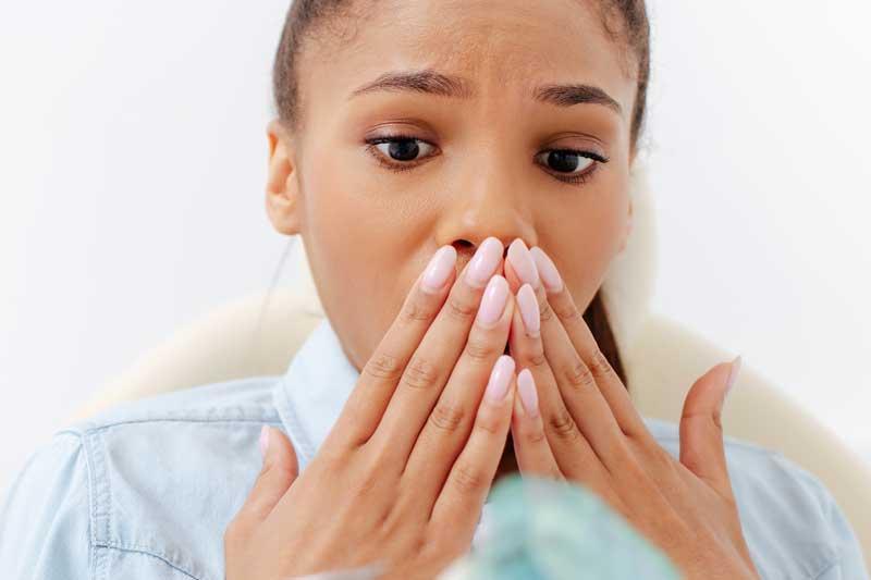 ¿Qué tratamientos son mejores para las encías retraídas?