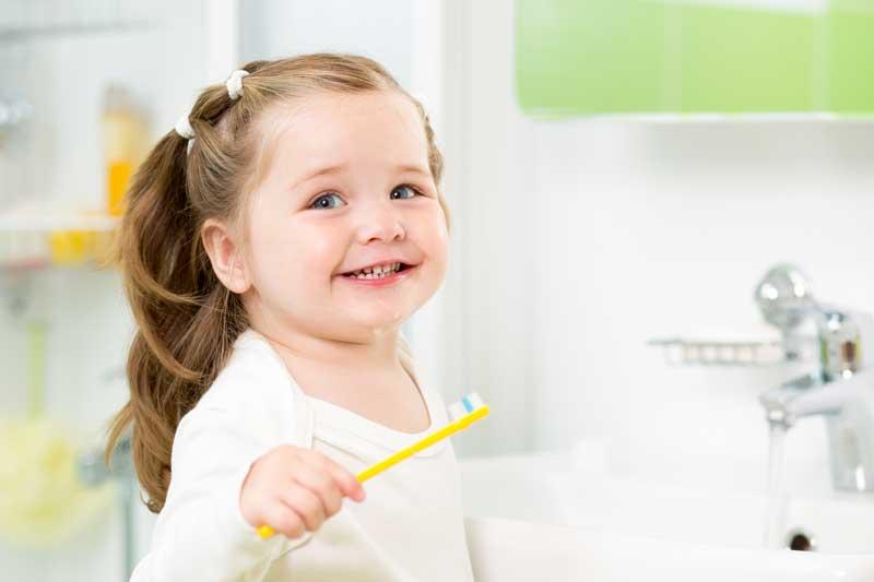 10 hábitos a eliminar para mejorar la salud dental infantil
